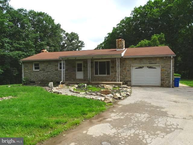 300 Hilltop Lane, SPRING GROVE, PA 17362 (#1001945684) :: The Joy Daniels Real Estate Group