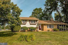 14704 Carlbern Drive, CENTREVILLE, VA 20120 (#1002067718) :: Remax Preferred | Scott Kompa Group