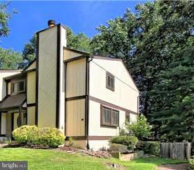 5813 Oak Ladder Court, BURKE, VA 22015 (#1009748606) :: Bruce & Tanya and Associates