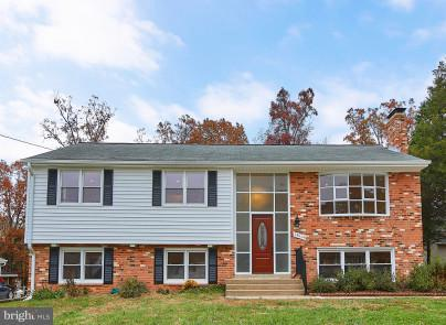 14914 Carlbern Drive, CENTREVILLE, VA 20120 (#VAFX101952) :: The Gus Anthony Team