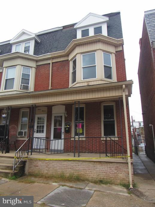 1209 W Poplar Street, YORK, PA 17404 (#PAYK100690) :: Benchmark Real Estate Team of KW Keystone Realty