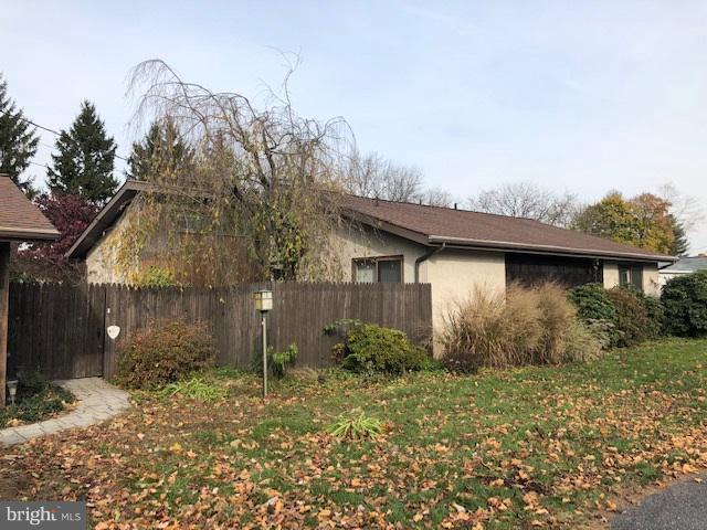 6206 Blue Grass Avenue, HARRISBURG, PA 17112 (#PADA101908) :: Benchmark Real Estate Team of KW Keystone Realty