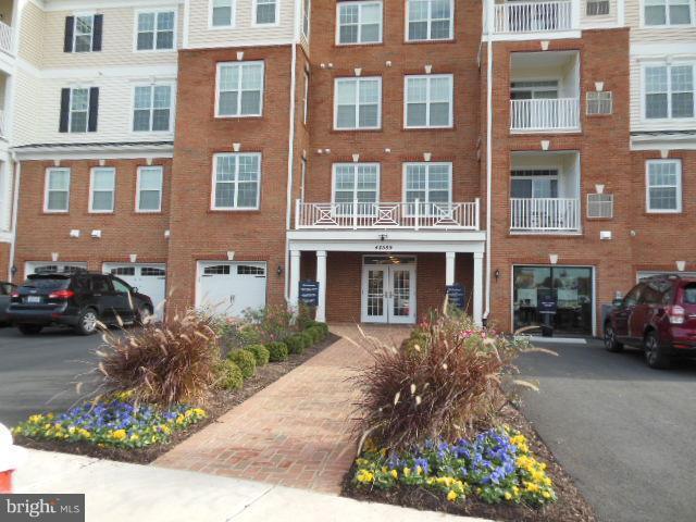44589 York Crest Terrace #304, ASHBURN, VA 20147 (#VALO101608) :: The Greg Wells Team