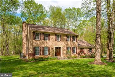 8401 Plum Creek Drive, LAYTONSVILLE, MD 20882 (#MDMC638062) :: The Speicher Group of Long & Foster Real Estate