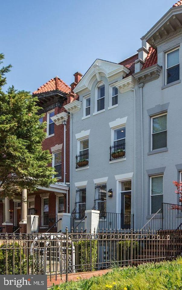 3535 13TH Street NW Ph, WASHINGTON, DC 20010 (#DCDC414504) :: The Speicher Group of Long & Foster Real Estate
