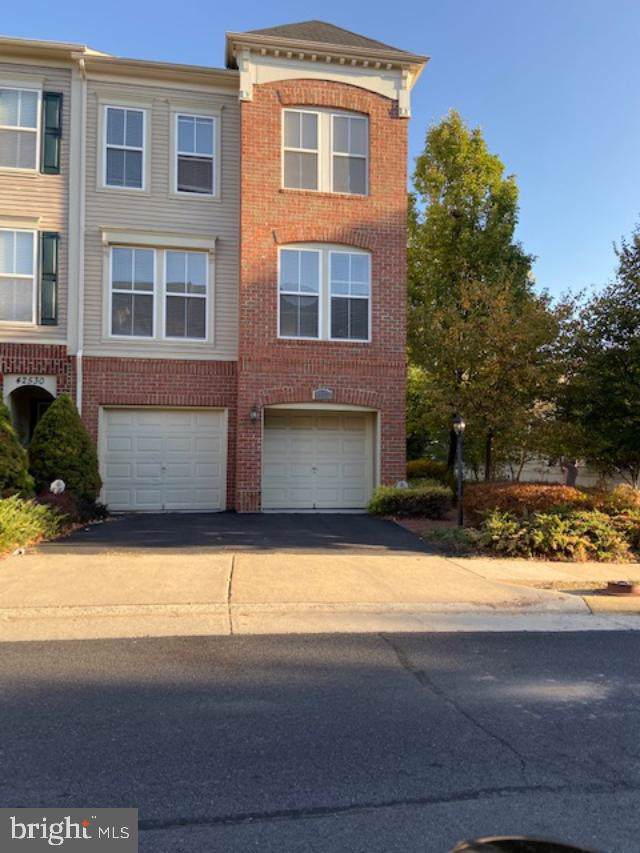 42532 Regal Wood Drive, BRAMBLETON, VA 20148 (#VALO393376) :: LoCoMusings