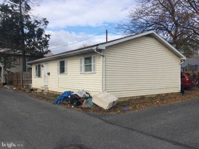 343 4TH Avenue, CARLISLE, PA 17013 (#PACB119656) :: The Joy Daniels Real Estate Group