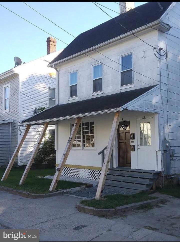 208 Laurel Street - Photo 1