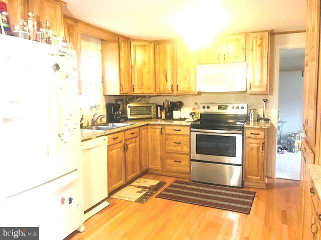 406 Oakridge Drive, STAFFORD, VA 22556 (#VAST219978) :: John Lesniewski | RE/MAX United Real Estate