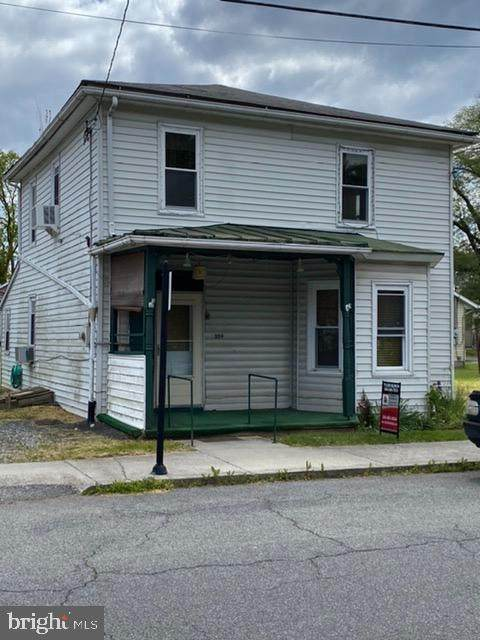 309 N Lawrence, CHARLES TOWN, WV 25414 (#WVJF138714) :: Network Realty Group