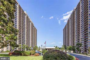 3705 S George Mason Drive 612S, FALLS CHURCH, VA 22041 (#VAFX1179242) :: Gail Nyman Group