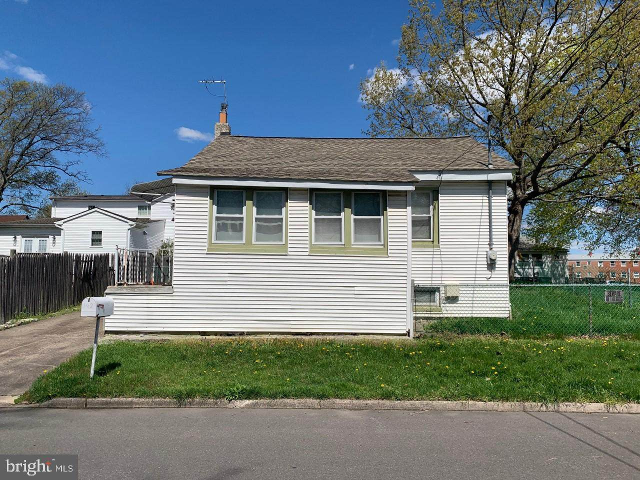 142 Reeves Avenue - Photo 1