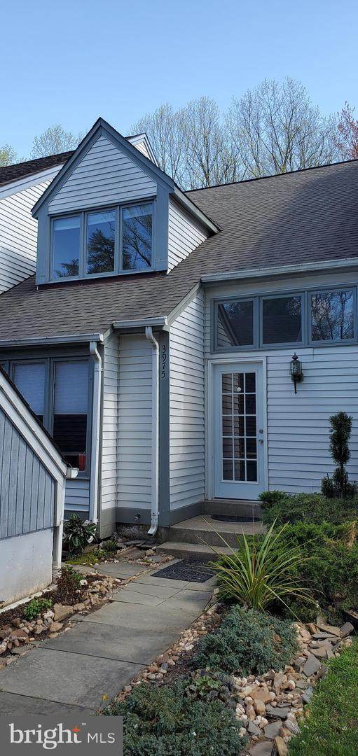 3975 Acorn Ridge Court, FAIRFAX, VA 22033 (#VAFX1190912) :: The MD Home Team