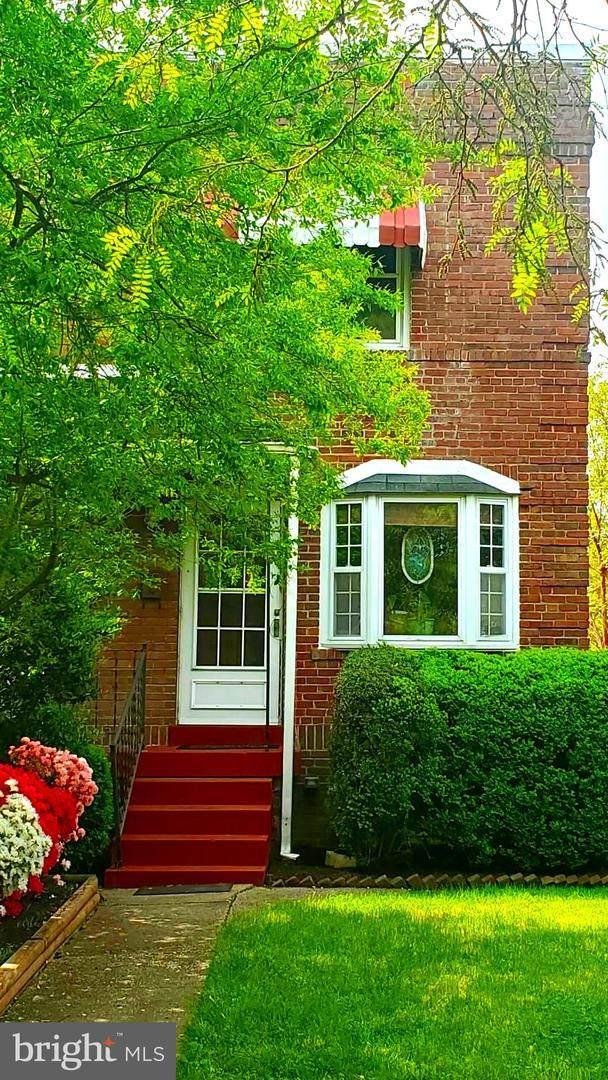 561 E Nelson Avenue, ALEXANDRIA, VA 22301 (#VAAX258588) :: Dart Homes