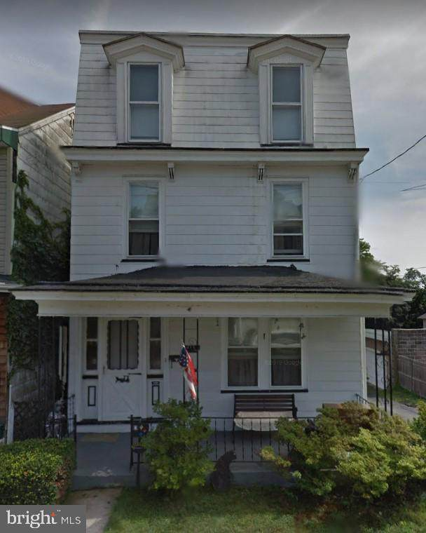 613 Carbon Street - Photo 1