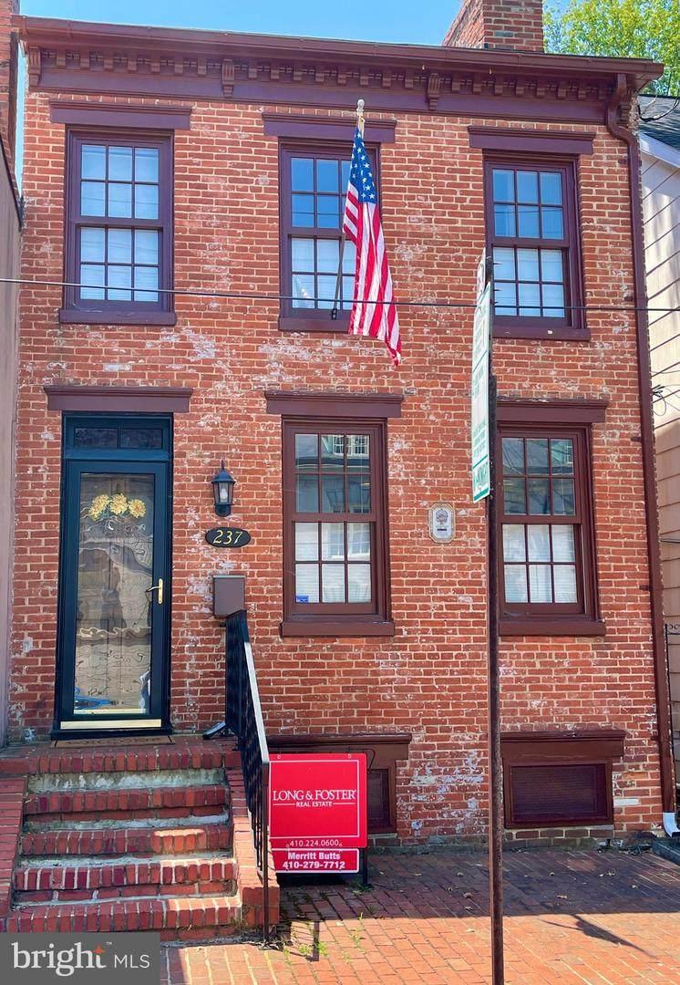 237 Hanover Street - Photo 1