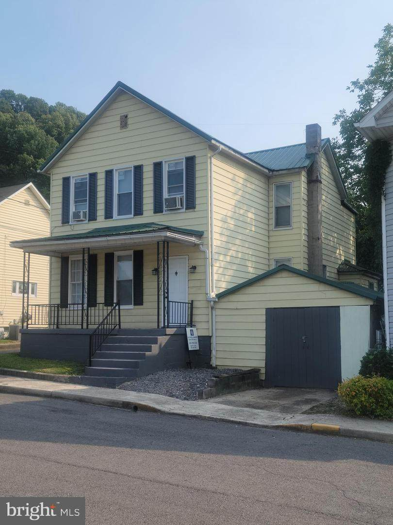 65 Silver St - Photo 1