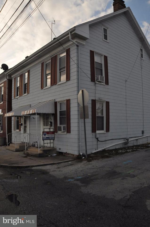134 E Chestnut Street, HANOVER, PA 17331 (#1000093102) :: CENTURY 21 Core Partners