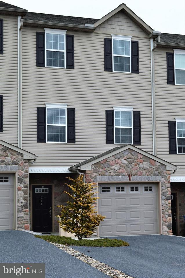744 S 82ND Street, HARRISBURG, PA 17111 (#1000264870) :: The Joy Daniels Real Estate Group