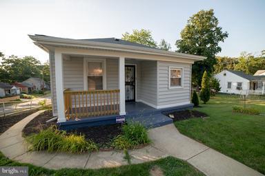 6128 Drylog Street, CAPITOL HEIGHTS, MD 20743 (#1005301492) :: Colgan Real Estate