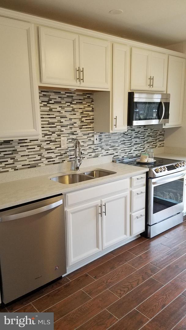 1308 Washington Lane, FORT WASHINGTON, MD 20744 (#MDPG376620) :: Colgan Real Estate