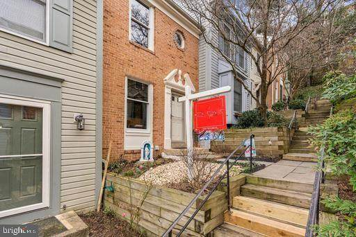 5059 9TH Street S, ARLINGTON, VA 22204 (#VAAR174814) :: AJ Team Realty