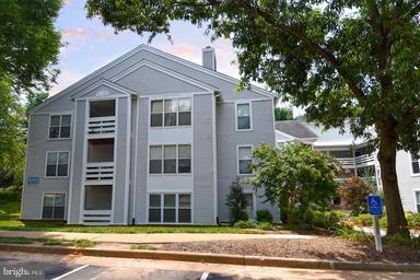 10303 Appalachian Circle 9-101, OAKTON, VA 22124 (#1002089722) :: Keller Williams Pat Hiban Real Estate Group