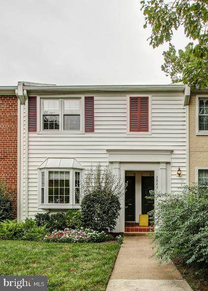 2827 S Wakefield Street B, ARLINGTON, VA 22206 (#VAAR169358) :: The Putnam Group