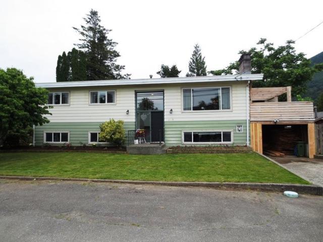4590 Wilson Road, Yarrow, BC V2R 5B9 (#R2179541) :: HomeLife Glenayre Realty