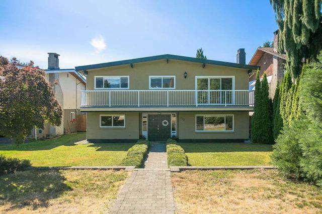 773 E 12TH Street, North Vancouver, BC V7L 2K8 (#R2199146) :: Vallee Real Estate Group