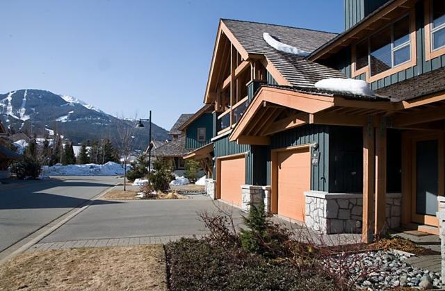 4872 Casabella Crescent, Whistler, BC V0N 1B4 (#R2212980) :: HomeLife Glenayre Realty