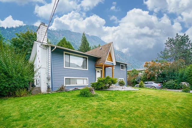 415 Eagle Street, Harrison Hot Springs, BC V0M 1K0 (#R2213033) :: HomeLife Glenayre Realty
