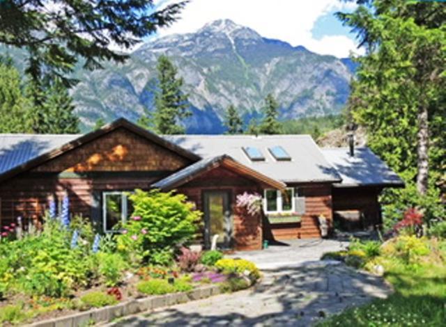 10 E Walkerville Road, Mount Currie, BC V0N 2K0 (#R2227573) :: Vallee Real Estate Group
