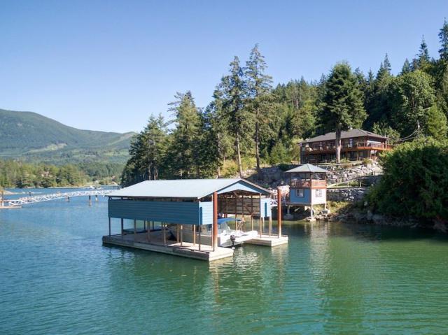 12853 Sunshine Coast Highway, Pender Harbour, BC V0N 2H0 (#R2253056) :: Linsey Hulls Real Estate