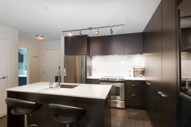 1679 Lloyd Avenue #307, North Vancouver, BC V7P 0A9 (#R2278557) :: Re/Max Select Realty
