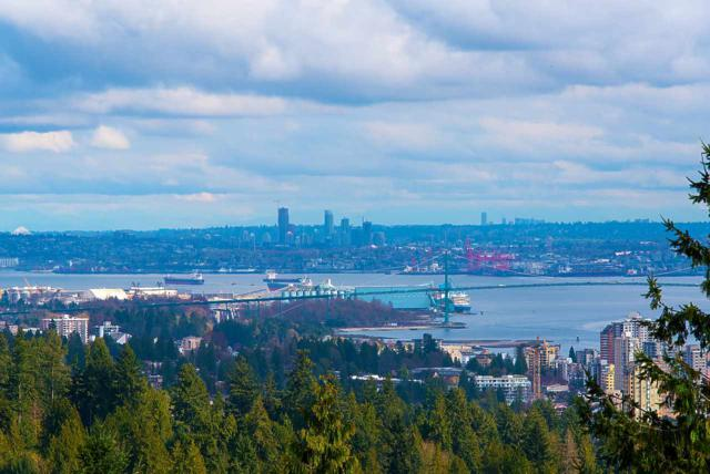 3335 Cypress Place #702, West Vancouver, BC V7S 3J8 (#R2278714) :: Re/Max Select Realty