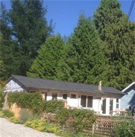 3242 Beach Avenue, Roberts Creek, BC V0N 2W2 (#R2287225) :: RE/MAX Oceanview Realty