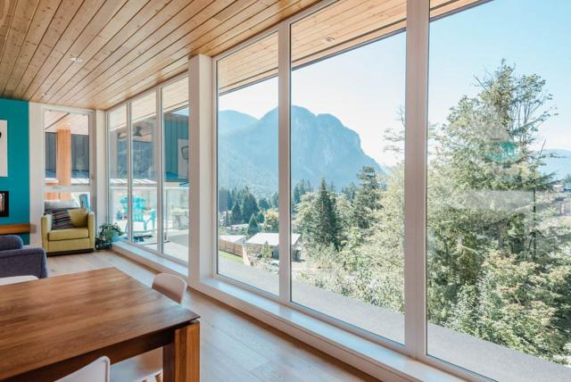2180 Windsail Place, Squamish, BC V8B 0T6 (#R2304115) :: West One Real Estate Team