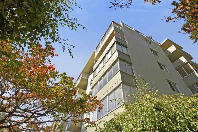 1425 Esquimalt Avenue #404, West Vancouver, BC V7T 1L1 (#R2308275) :: Vancouver House Finders