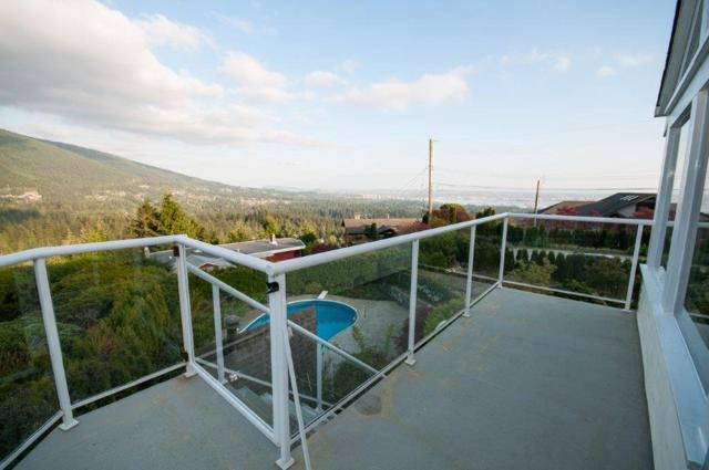501 Craigmohr Place, West Vancouver, BC V7S 1X3 (#R2311142) :: Vancouver Real Estate