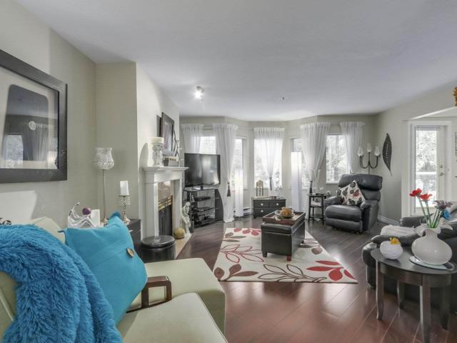 2020 Cedar Village Cres Crescent #304, North Vancouver, BC V7J 3P5 (#R2312181) :: Vancouver Real Estate