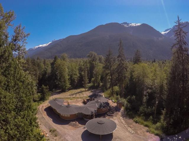1788 Magee Road, Squamish, BC V8B 0K6 (#R2351802) :: Royal LePage West Real Estate Services