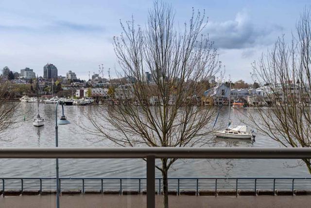 426 Beach Crescent #203, Vancouver, BC V6Z 3E9 (#R2359670) :: Vancouver Real Estate