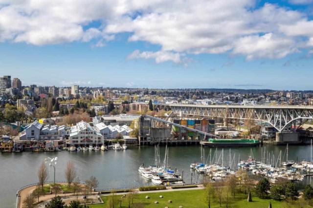 455 Beach Crescent #1805, Vancouver, BC V6Z 3E5 (#R2360813) :: Vancouver Real Estate