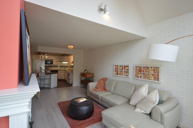 33280 E Bourquin Crescent #401, Abbotsford, BC V2S 7K2 (#R2370896) :: Vancouver Real Estate