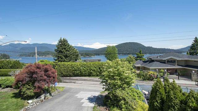 665 Beachview Drive, North Vancouver, BC V7G 1P8 (#R2373565) :: Royal LePage West Real Estate Services