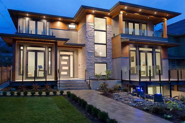2459 Lawson Avenue, West Vancouver, BC V7V 2E7 (#R2378582) :: Royal LePage West Real Estate Services