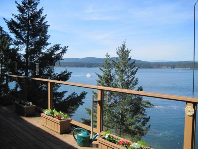 18515 Porlier Pass Road, Galiano Island, BC V0N 1P0 (#R2379816) :: Vancouver Real Estate