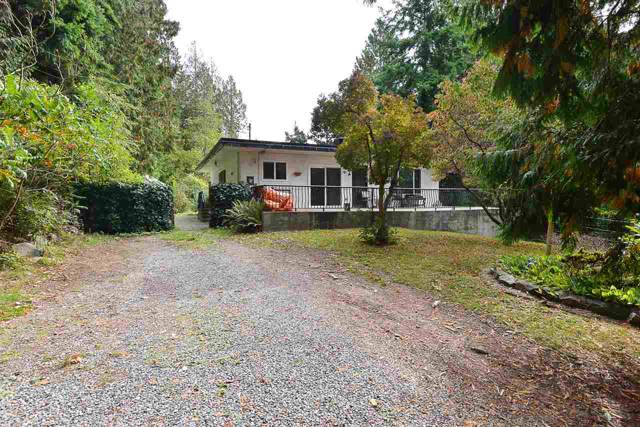 1140 Flume Road, Roberts Creek, BC V0N 2W2 (#R2409363) :: RE/MAX City Realty