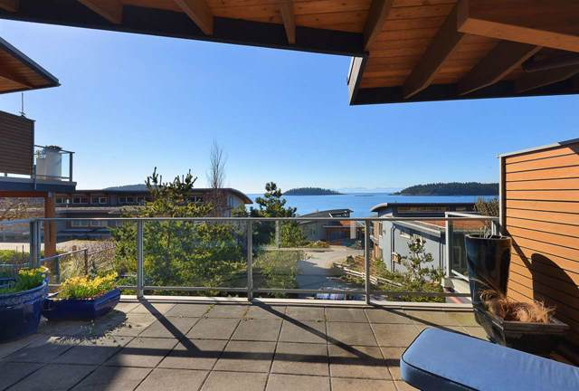 5370 Wakefield Beach Lane, Sechelt, BC V0N 3A8 (#R2409390) :: RE/MAX City Realty